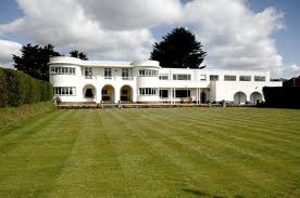 Aluminium windows today can accurately replicate traditional windows used in art deco homes.